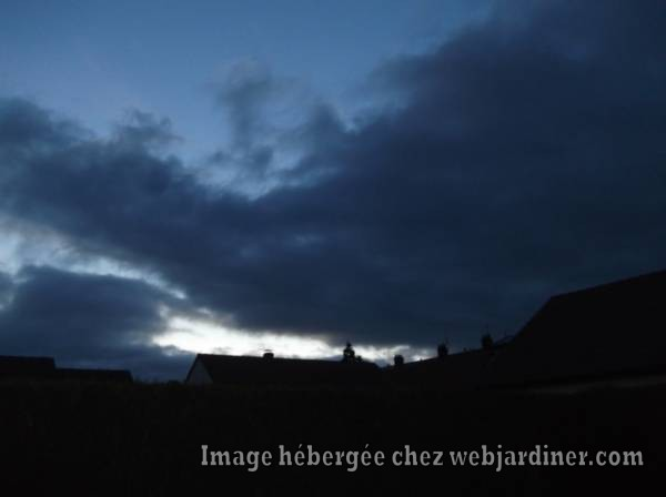 DSCF3414_web.jpgCouche-de-soleil-au-loin.jpg